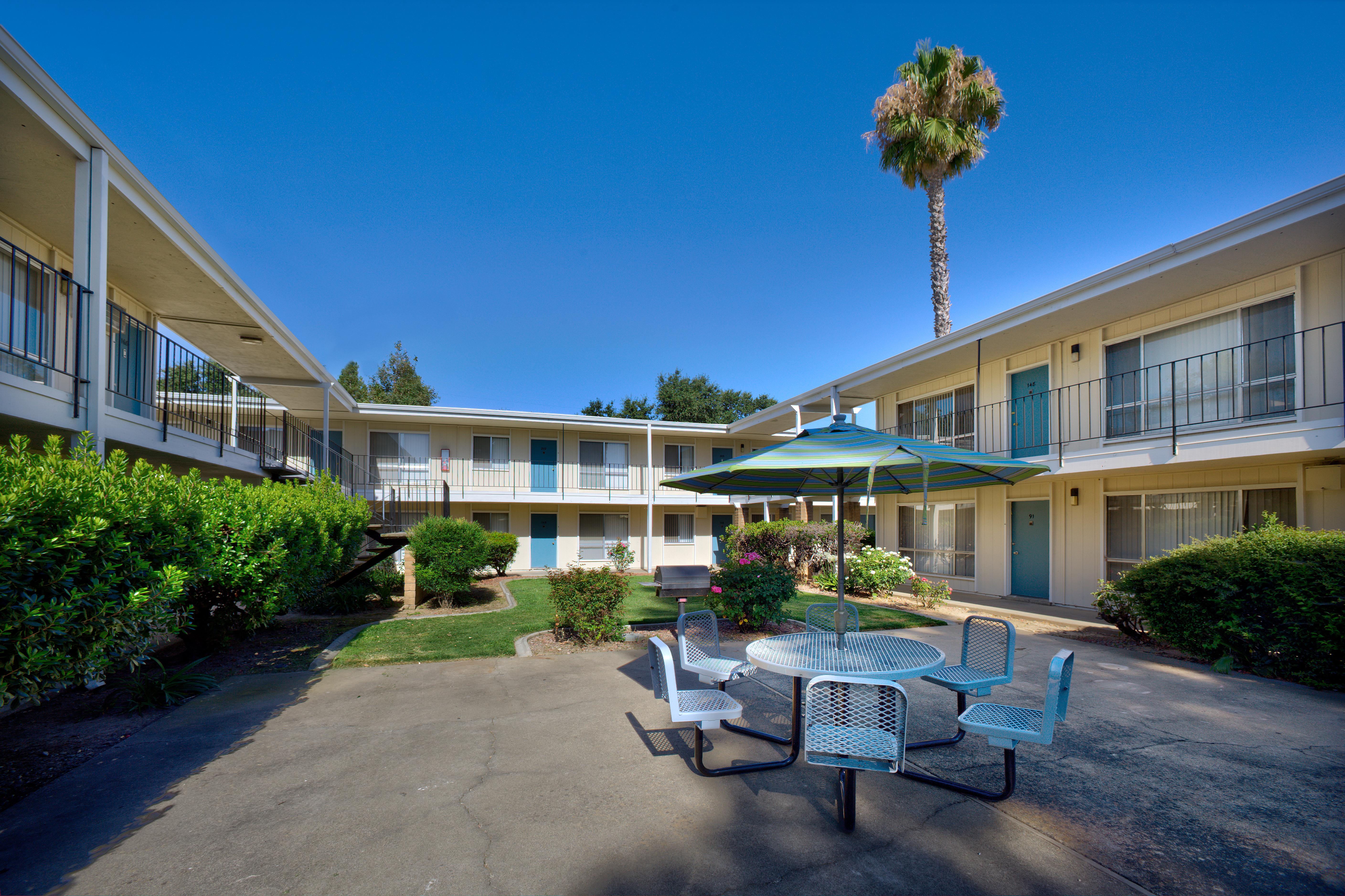 Fair Oaks Apartments | WARREN PROPERTIES