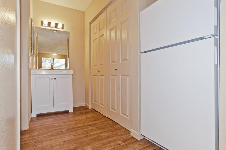 Acacia - Full Size Refrigerator